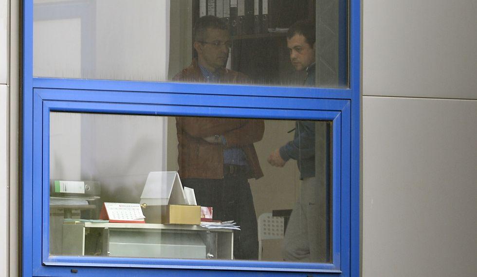 Patronul Dan Condrea şi directorul de producţie Mihai Leva, duminică, 24 aprilie, în fabrica Hexi Pharma din Mogoşoaia