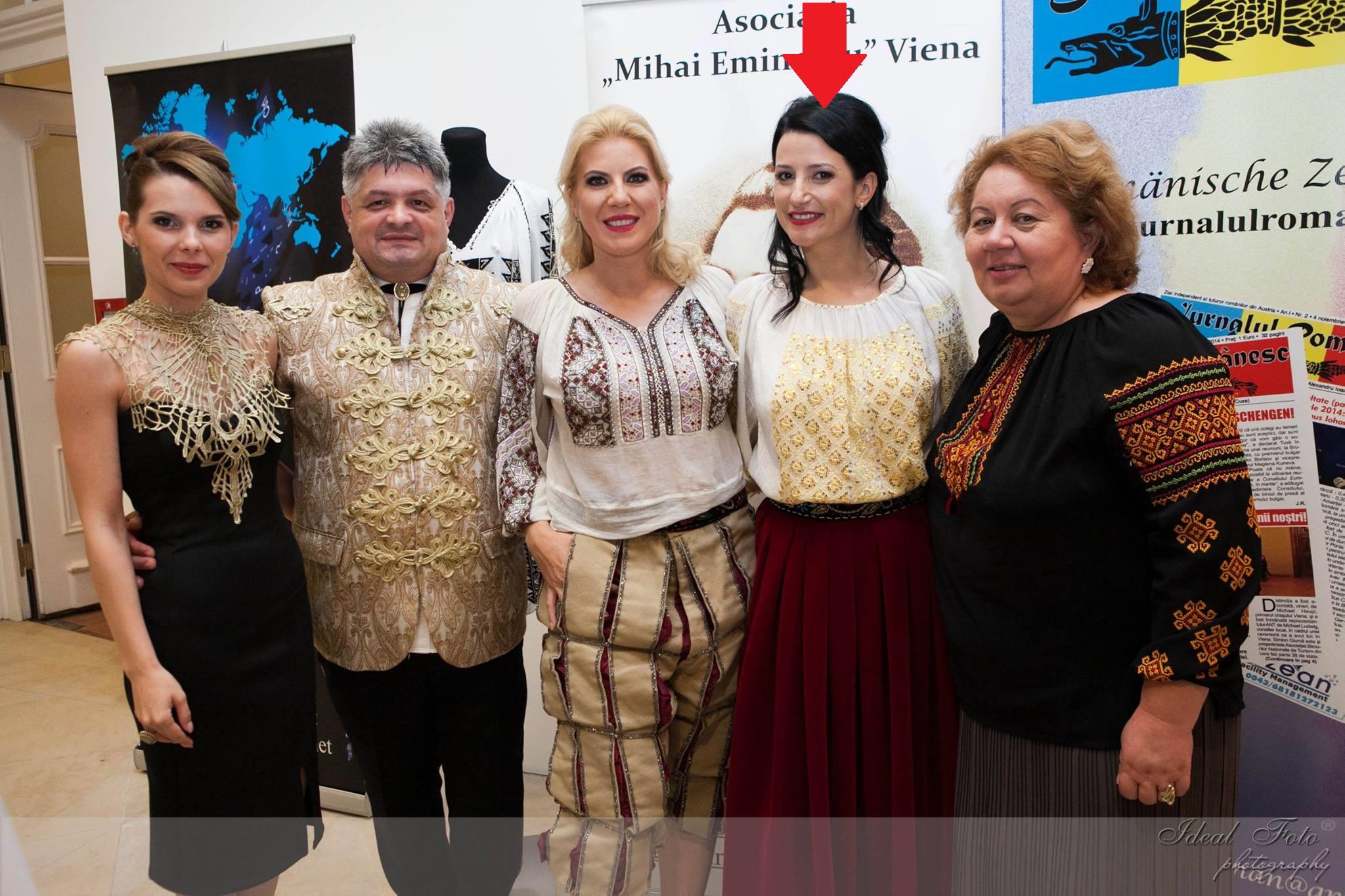 22 iunie 2016, palatul Schonbrunn (de la stânga): Eugenia Chiriac (Vrăbi), Florin Secureanu, Cristina Chiriac (om de afaceri), Laura Hant, Marilena Stoian (președinte ANTREC)