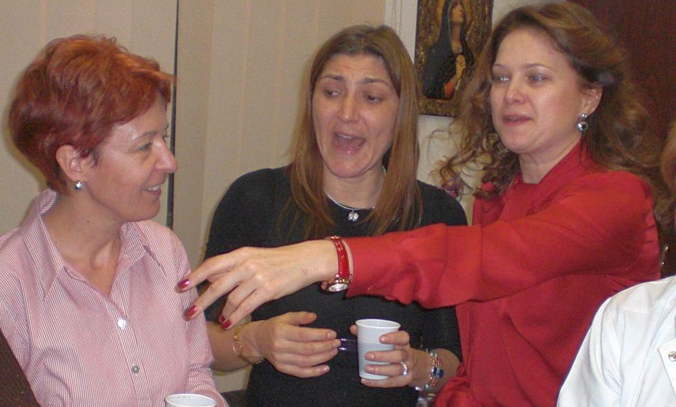 """Fostul manager Monica Boer (dreapta) alături de șefa de la Achiziții a Spitalului """"Obregia"""", Elena Faur (stânga), și Simona Tăvărlău Gigi, directoarea financiară a spitalului (centru)"""