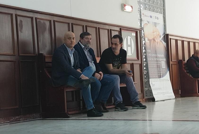 Traian Nica (dreapta), la ultimul termen de judecată din dosarul Secureanu, alături de patronul Noventis, Mihai Mesner (stânga) și Paul Stoica, fostul director administrativ de la Malaxa (centru)