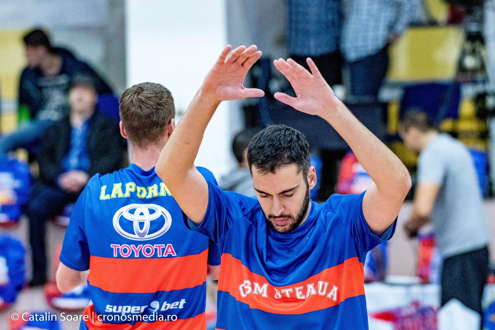 Imagine din octombrie postată pe Facebook de Steaua Baschet: pe spatele tricourilor de antrenament ale Stelei apare Toyota / foto: Facebook / Steaua Baschet