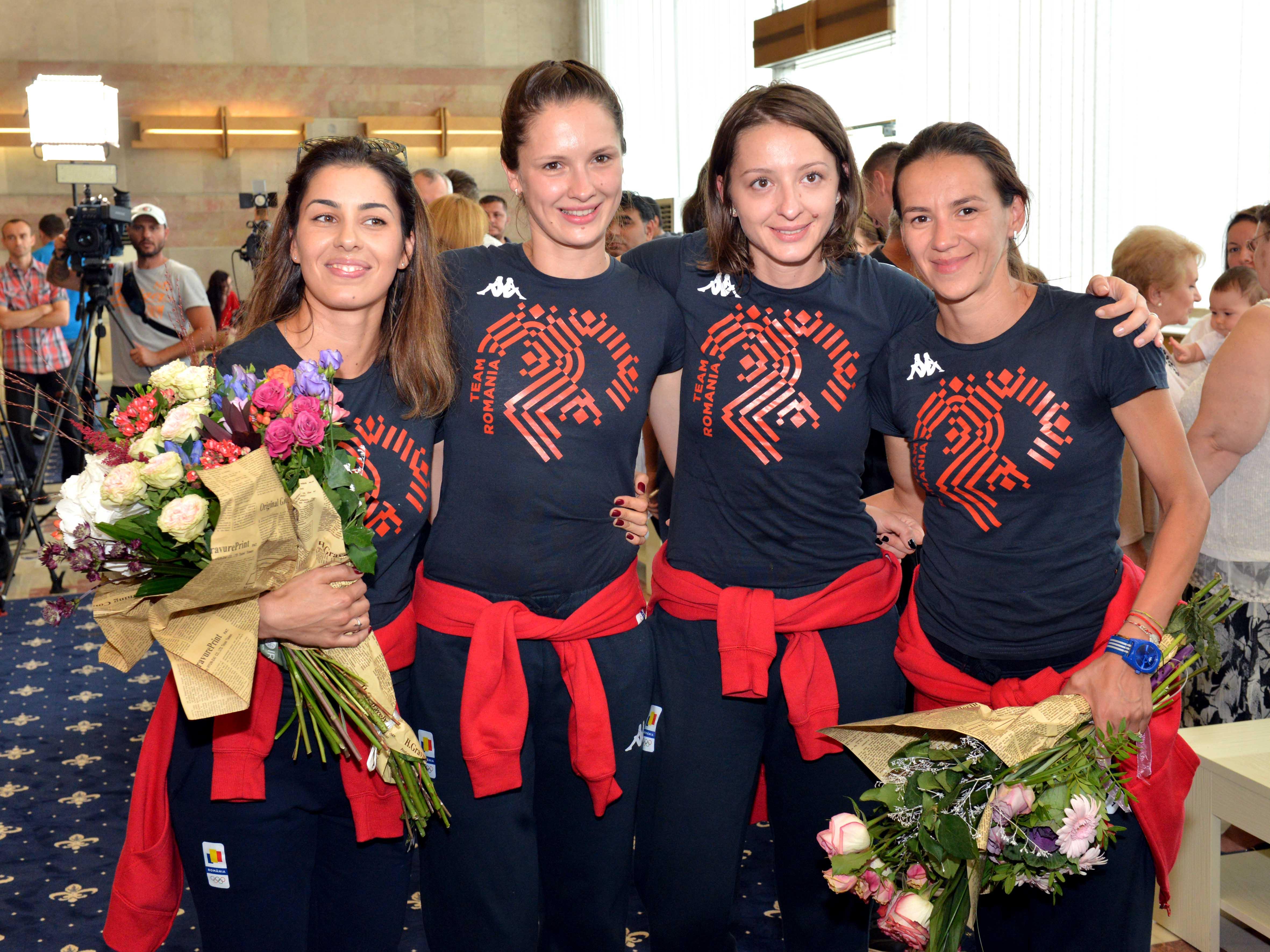Campioanele olimpice ale României Simona Gherman, Ana Maria Popescu, Simona Pop și Loredana Dinu