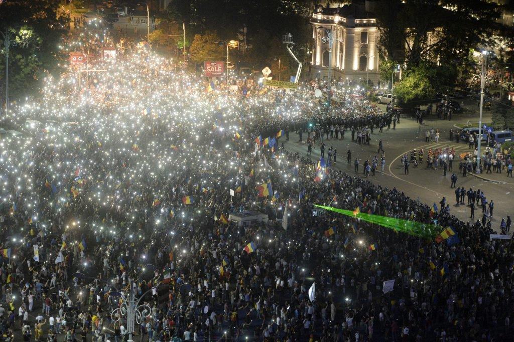 """In jur de 40.000 de oameni au fost prezenți în Piața Victoriei pe 10 august, la """"Protestul Diasporei"""". Foto: Hepta"""