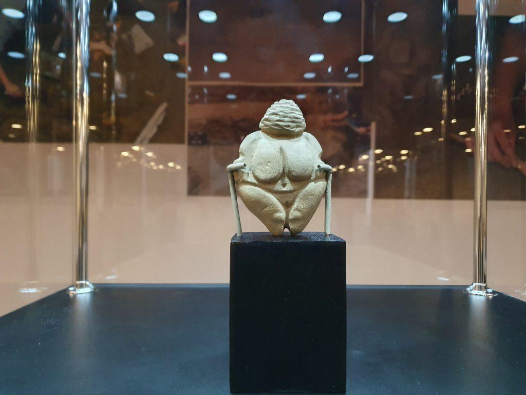 A treia statuie Venus