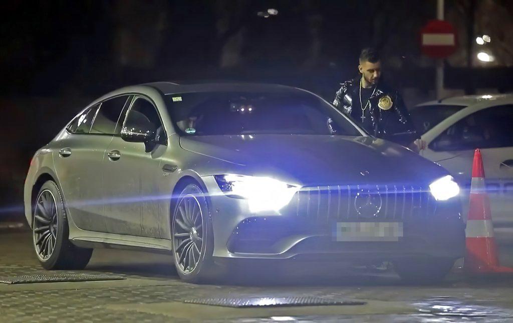 Antonio Goleac și bolidul său Mercedes, mașină în valoare de 150.000 de euro, în condițiile în care veniturile legale ale șefului din Poliția Locală a Sectorului 4 au fost infime, până a ajuns să ocupe o poziție de conducere în forțele de ordine