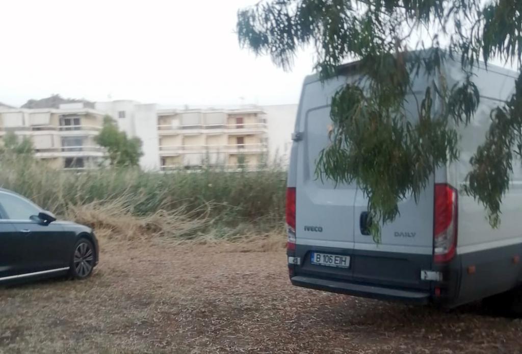 Duba companiei Rosal și Audi-ul cu care a venit Goleac sunt parcate în apropierea hotelului Sisi din Marathonas