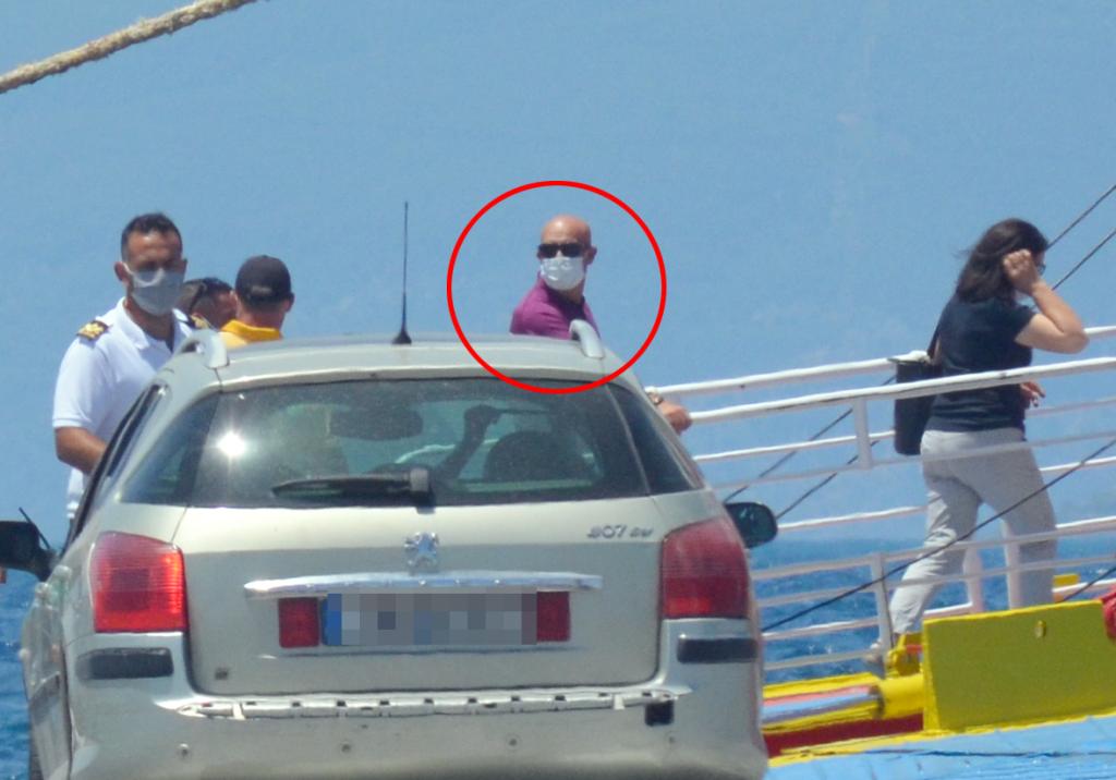 Marian Goleac se îmbarcă pe feribot în Eghina