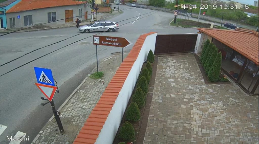 Mașina cu care Gheorghe Dincă a luat-o la ocazie pe Luiza Melencu, surprinsă de camerele de luat vederi