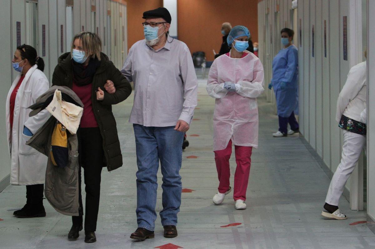 Centrul de vaccinare de la Romexpo este unul dintre cele destinate publicului care include persoanele vulnerabile Citeşte întreaga ştire: INVESTIGAȚIE   România are 213 centre de vaccinare deschise pentru vârstnici și bolnavi cronici și 340 deschise și rezervate personalului medical și din domeniile esențiale