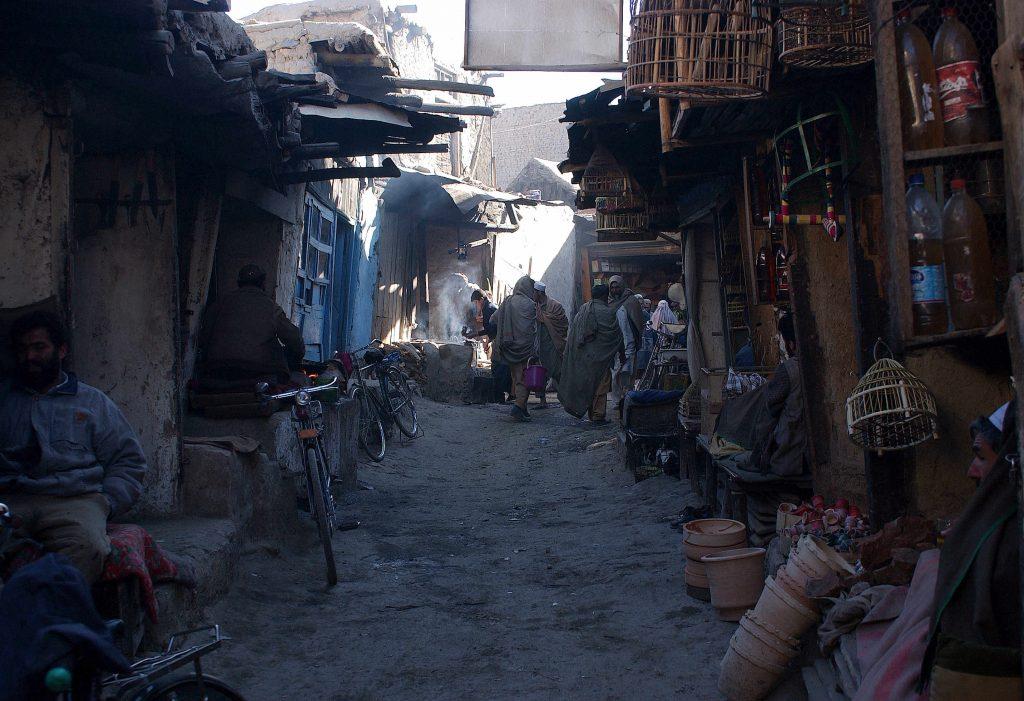 2002: Mahalale reprezentau, practic, o bună parte a orașului. Foto: Cristi Preda