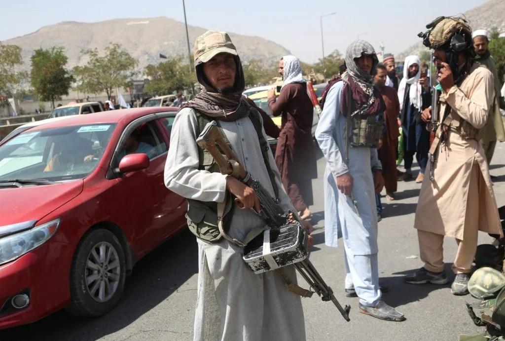 August 2021: Talibani înarmați pe străzile orașului Kabul | Foto: Profimedia